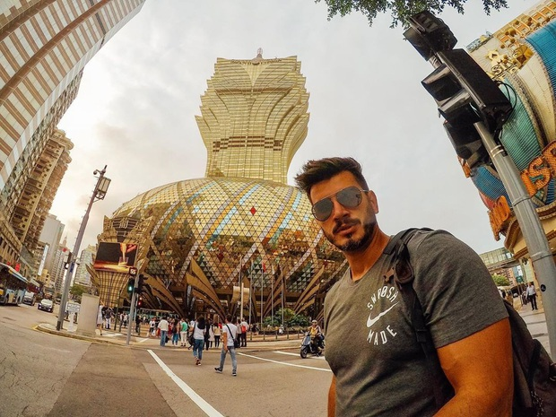 """Cận cảnh công trình để đời nhất của """"ông trùm"""" sòng bạc Macau vừa qua đời: Toà nhà hình búp sen vàng khổng lồ, hình check-in ngập tràn MXH - Ảnh 17."""