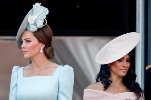 Hoàng gia Anh lên tiếng về việc công nương Kate cãi nhau đến bật khóc với em dâu Meghan ngay trước hôn lễ thế kỷ chỉ vì chiếc quần tất - Ảnh 2.