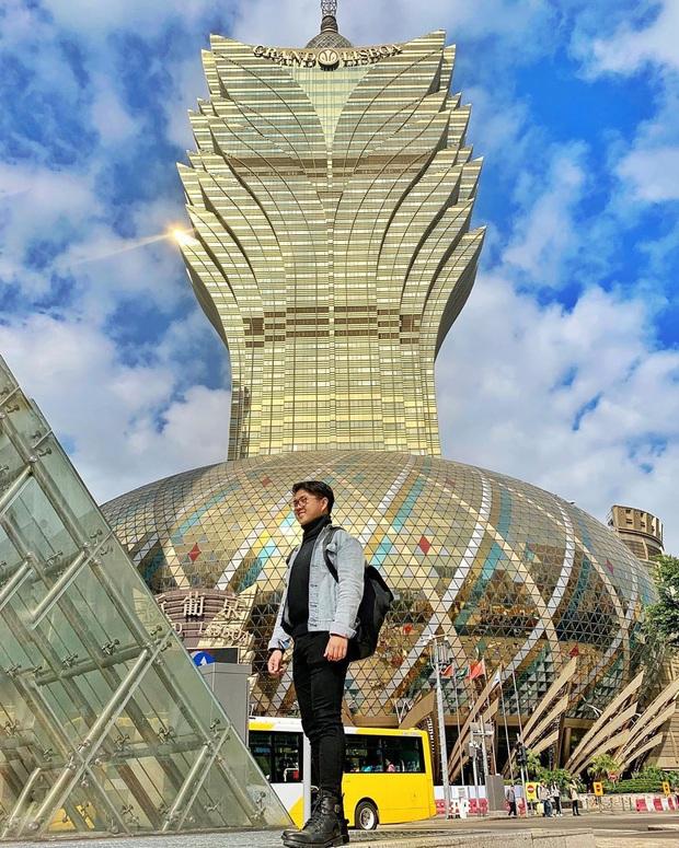 """Cận cảnh công trình để đời nhất của """"ông trùm"""" sòng bạc Macau vừa qua đời: Toà nhà hình búp sen vàng khổng lồ, hình check-in ngập tràn MXH - Ảnh 7."""