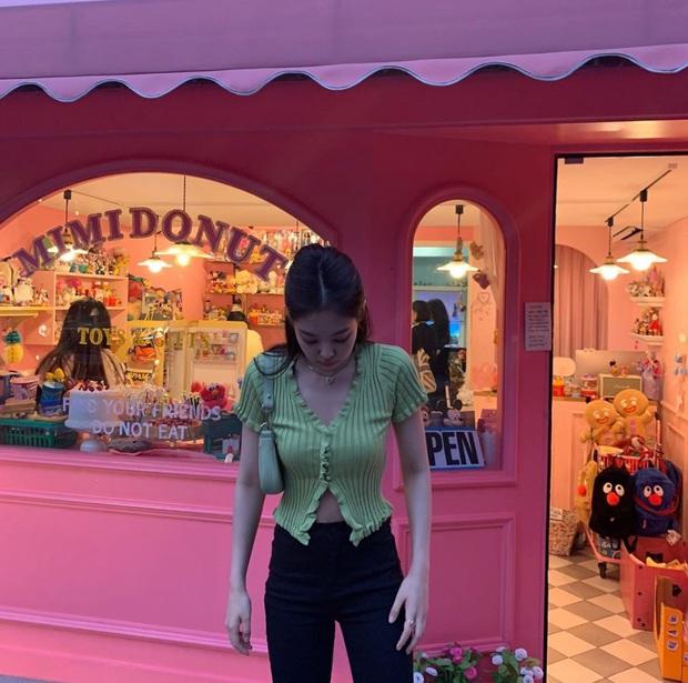 Joy ăn diện theo style ruột của Jennie, netizen tranh cãi: Kẻ kêu bắt chước, người bênh vực khen xinh - Ảnh 2.