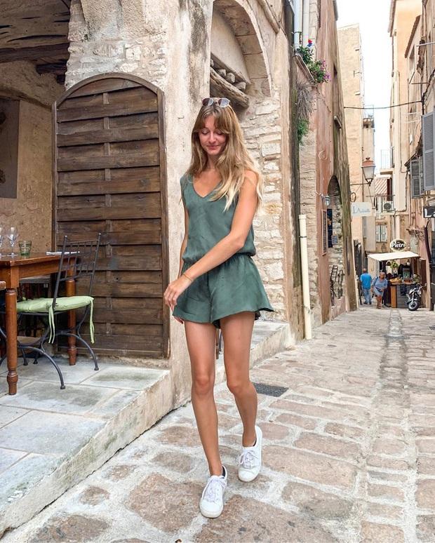 4 mẫu giày dép mùa Hè được lòng phụ nữ Pháp nhất vì diện thế nào cũng tinh tế và đẹp xinh khỏi nghĩ - Ảnh 2.