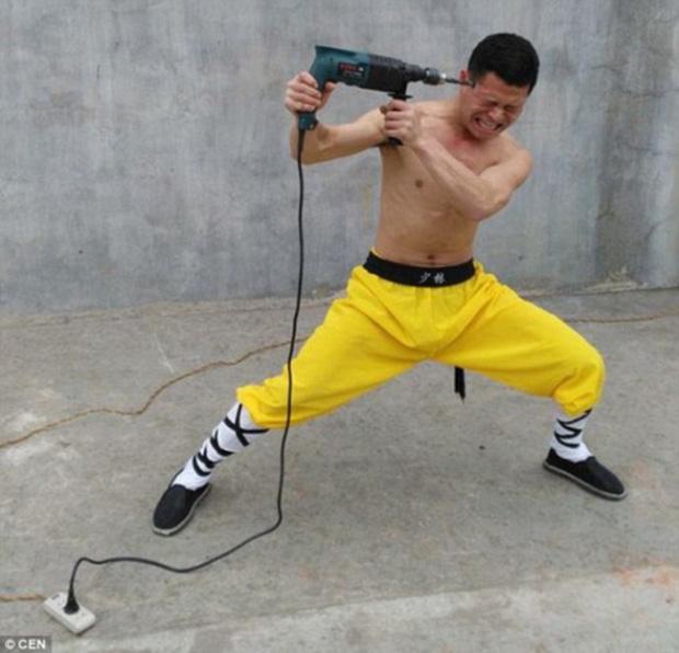 Chưởng môn võ Việt bóc mẽ bí mật ẩn sau màn công phu khoan vào thái dương, yết hầu - Ảnh 1.