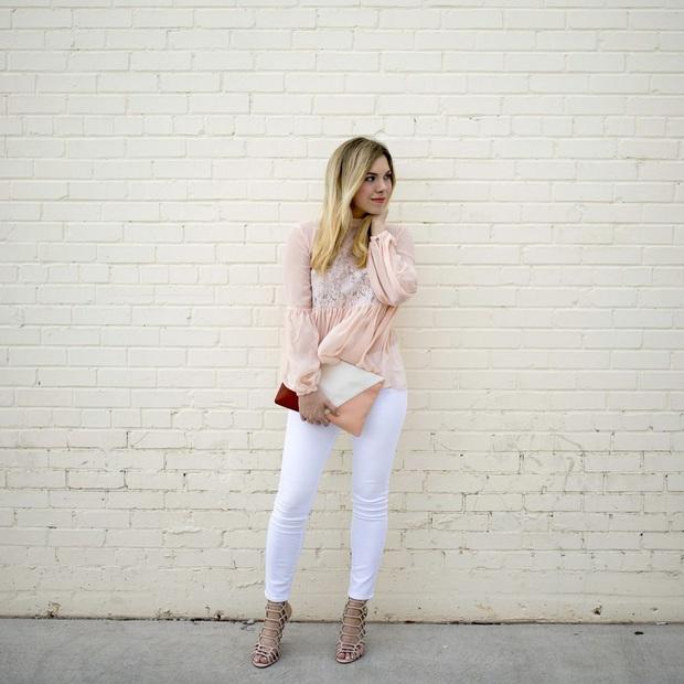 Không phải cứ jeans trắng là giúp nâng tầm style, bạn chọn dáng quần này thì mọi nhược điểm đôi chân sẽ bị tố sạch - Ảnh 2.