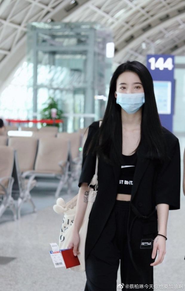 Dàn học trò bị loại của Lisa đổ bộ sân bay: Ai cũng khác lạ, 109 cô gái chuẩn bị bùng nổ đêm chung kết Thanh Xuân Có Bạn - Ảnh 24.