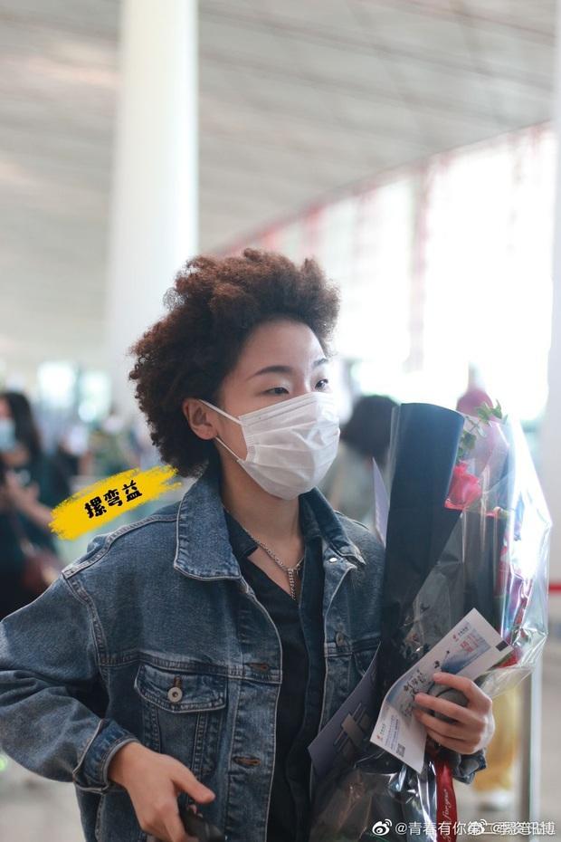 Dàn học trò bị loại của Lisa đổ bộ sân bay: Ai cũng khác lạ, 109 cô gái chuẩn bị bùng nổ đêm chung kết Thanh Xuân Có Bạn - Ảnh 5.