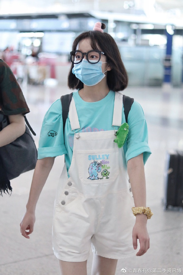 Dàn học trò bị loại của Lisa đổ bộ sân bay: Ai cũng khác lạ, 109 cô gái chuẩn bị bùng nổ đêm chung kết Thanh Xuân Có Bạn - Ảnh 6.