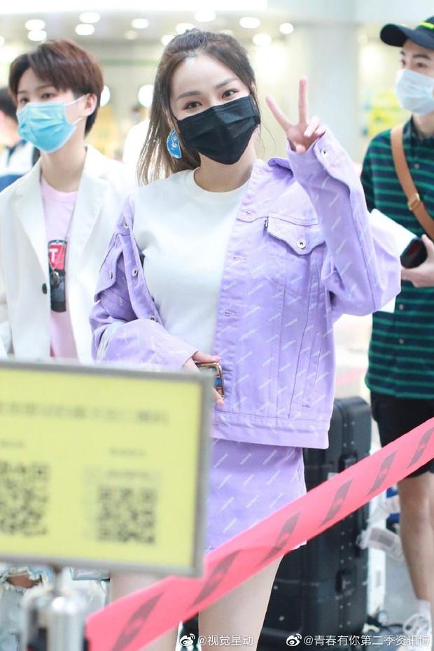 Dàn học trò bị loại của Lisa đổ bộ sân bay: Ai cũng khác lạ, 109 cô gái chuẩn bị bùng nổ đêm chung kết Thanh Xuân Có Bạn - Ảnh 7.