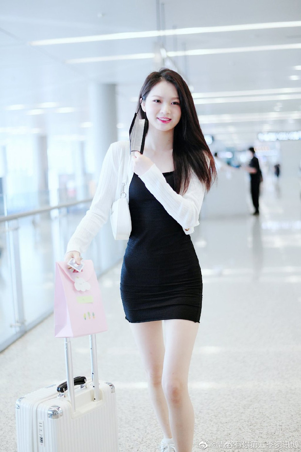 Dàn học trò bị loại của Lisa đổ bộ sân bay: Ai cũng khác lạ, 109 cô gái chuẩn bị bùng nổ đêm chung kết Thanh Xuân Có Bạn - Ảnh 9.