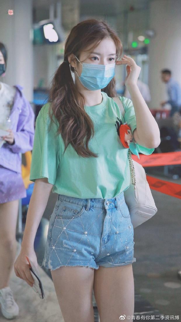 Dàn học trò bị loại của Lisa đổ bộ sân bay: Ai cũng khác lạ, 109 cô gái chuẩn bị bùng nổ đêm chung kết Thanh Xuân Có Bạn - Ảnh 12.
