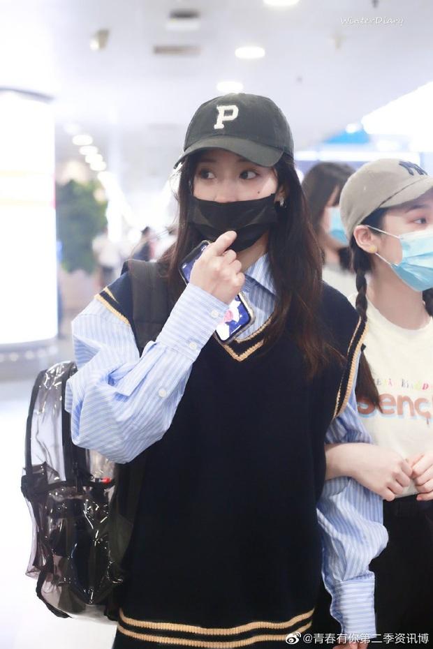 Dàn học trò bị loại của Lisa đổ bộ sân bay: Ai cũng khác lạ, 109 cô gái chuẩn bị bùng nổ đêm chung kết Thanh Xuân Có Bạn - Ảnh 19.