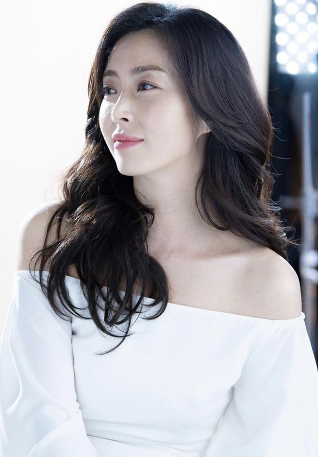 Thế Giới Hôn Nhân vừa hết đài jTBC đã tung phim kịch tính không kém: Liệu dàn chị đại có làm nên chuyện như bà cả Kim Hee Ae? - Ảnh 2.