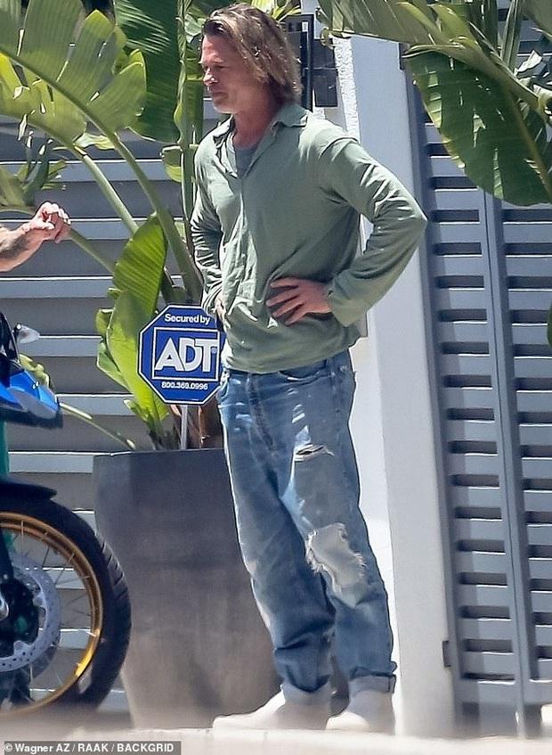 Brad Pitt xuống sắc khó nhận ra sau thời gian dài ở nhà tránh dịch, còn đâu tài tử quyến rũ nhất nhì Hollywood - Ảnh 2.