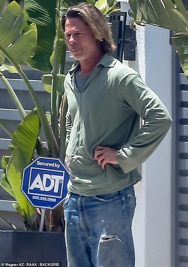 Brad Pitt xuống sắc khó nhận ra sau thời gian dài ở nhà tránh dịch, còn đâu tài tử quyến rũ nhất nhì Hollywood - Ảnh 3.