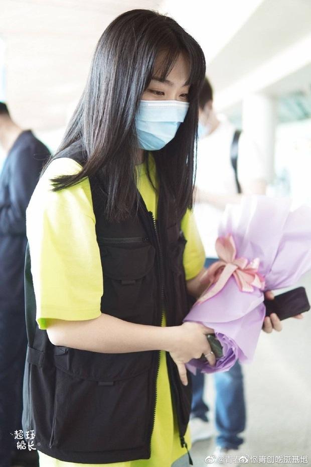 Dàn học trò bị loại của Lisa đổ bộ sân bay: Ai cũng khác lạ, 109 cô gái chuẩn bị bùng nổ đêm chung kết Thanh Xuân Có Bạn - Ảnh 15.