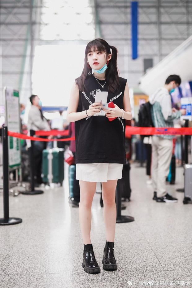 Dàn học trò bị loại của Lisa đổ bộ sân bay: Ai cũng khác lạ, 109 cô gái chuẩn bị bùng nổ đêm chung kết Thanh Xuân Có Bạn - Ảnh 16.