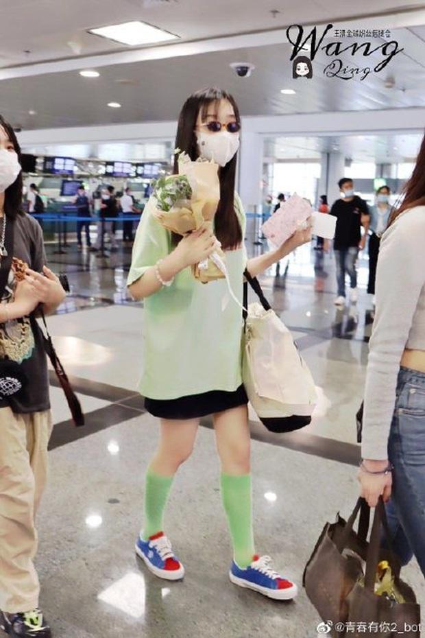 Dàn học trò bị loại của Lisa đổ bộ sân bay: Ai cũng khác lạ, 109 cô gái chuẩn bị bùng nổ đêm chung kết Thanh Xuân Có Bạn - Ảnh 17.