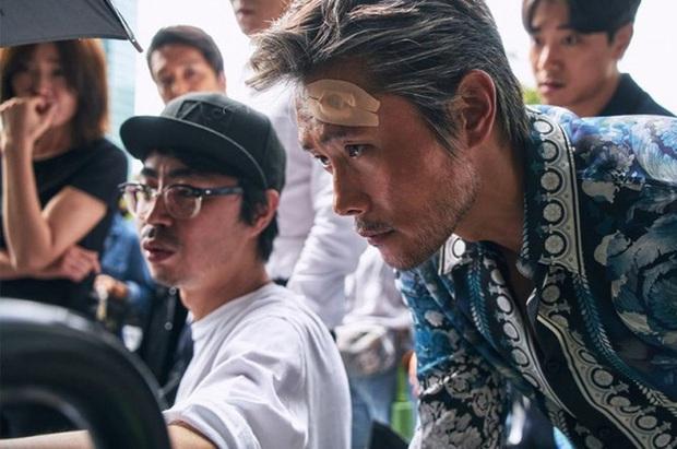 5 ông trùm xã hội đen khuynh đảo điện ảnh Hàn: Từ trùm đa cấp tỉ đô Lee Byung Hun tới tay buôn vũ khí khét tiếng Hyun Bin đều có đủ - Ảnh 7.