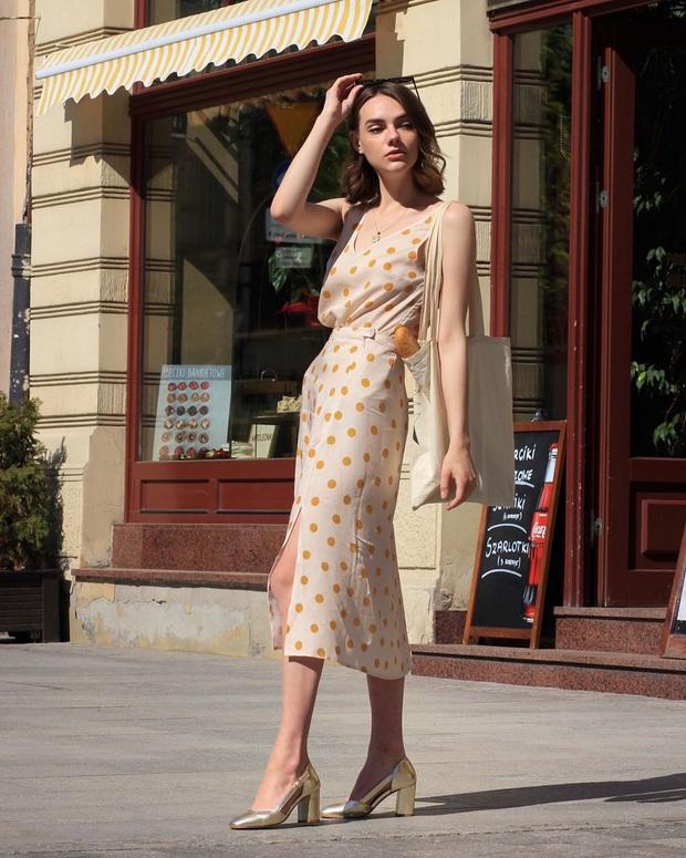 4 mẫu giày dép mùa Hè được lòng phụ nữ Pháp nhất vì diện thế nào cũng tinh tế và đẹp xinh khỏi nghĩ - Ảnh 6.