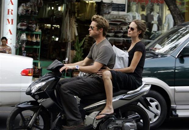 Netizen xôn xao vì ảnh Angelina Jolie - Brad Pitt vi vu ở TP.HCM 14 năm trước, choáng trước nhan sắc cặp đôi ngoài đời - Ảnh 3.