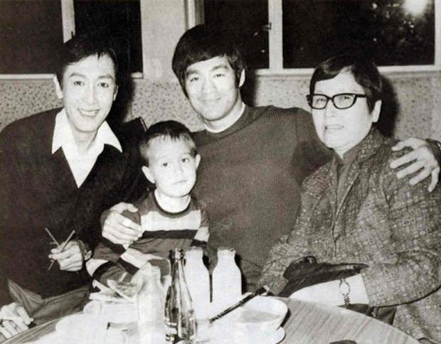 Những chuyện ít ai biết về truyền kỳ vua sòng bài Macau Hà Hồng Sân: Là anh em họ với Lý Tiểu Long, thời đi học còn từng đội sổ - Ảnh 1.