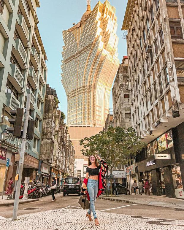 """Cận cảnh công trình để đời nhất của """"ông trùm"""" sòng bạc Macau vừa qua đời: Toà nhà hình búp sen vàng khổng lồ, hình check-in ngập tràn MXH - Ảnh 14."""