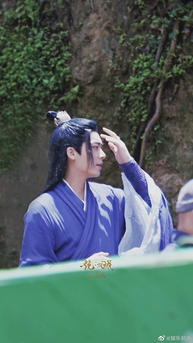Lý Dịch Phong đẹp ngút ngàn ở hậu trường phim mới, mải mê luyện tập võ công ngó lơ luôn cả nữ chính - Ảnh 2.