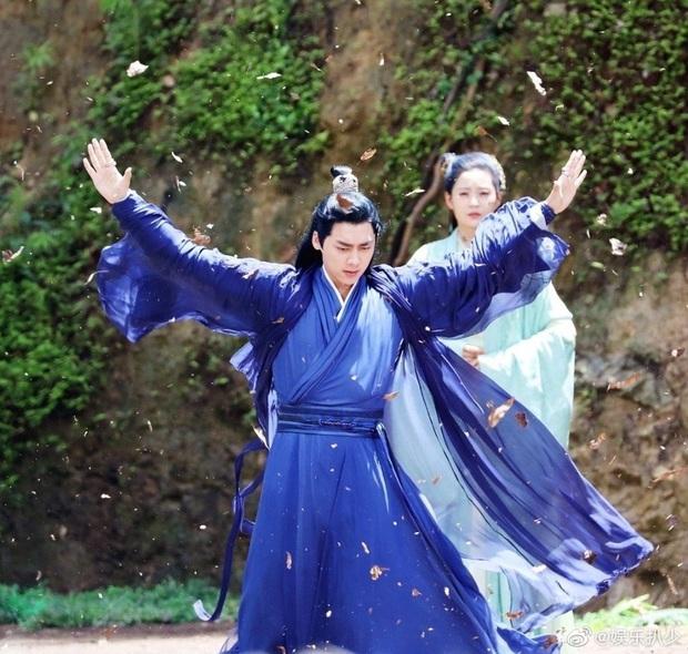 Lý Dịch Phong đẹp ngút ngàn ở hậu trường phim mới, mải mê luyện tập võ công ngó lơ luôn cả nữ chính - Ảnh 8.