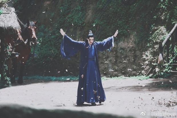 Lý Dịch Phong đẹp ngút ngàn ở hậu trường phim mới, mải mê luyện tập võ công ngó lơ luôn cả nữ chính - Ảnh 9.