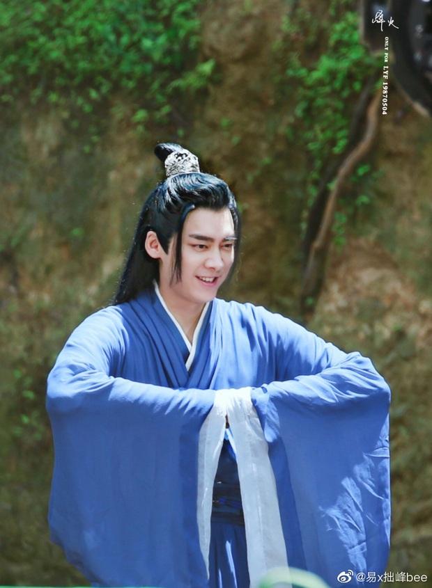Lý Dịch Phong đẹp ngút ngàn ở hậu trường phim mới, mải mê luyện tập võ công ngó lơ luôn cả nữ chính - Ảnh 4.