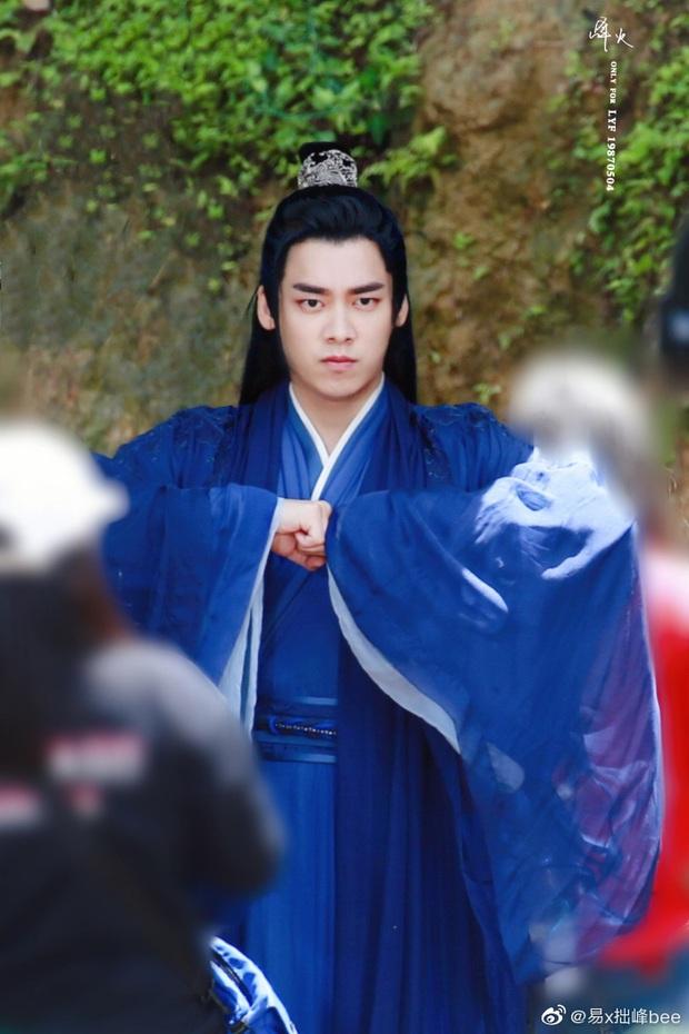 Lý Dịch Phong đẹp ngút ngàn ở hậu trường phim mới, mải mê luyện tập võ công ngó lơ luôn cả nữ chính - Ảnh 10.