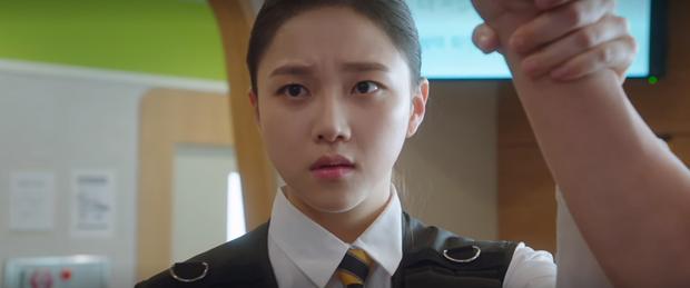 Mystic Pop-up Bar tập 3: Dì hai Hwang Jung Eum lại đột nhập cõi mộng xử gọn hội ông lớn tham nhũng, trả luôn mối thù 500 năm - Ảnh 9.