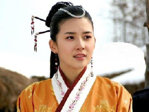 Lee Bo Young: Mỹ nhân nói không với vai bánh bèo, chồng con đề huề vẫn đẳng cấp cả tài lẫn sắc - Ảnh 2.