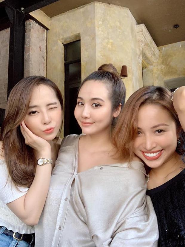 Huyền Lizzie - Phanh Lee thả dáng kỷ niệm 7 năm tình bạn: Mẹ 1 con quyết không chịu thua gái sắp lên xe hoa điều này! - Ảnh 7.