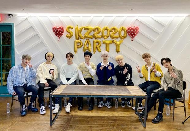 Stray Kids tung full album đầu tiên sau 2 năm ra mắt, netizen nhắc TWICE vì comeback sát nhau, phát hiện em gái ITZY cũng góp mặt trong trailer - Ảnh 4.
