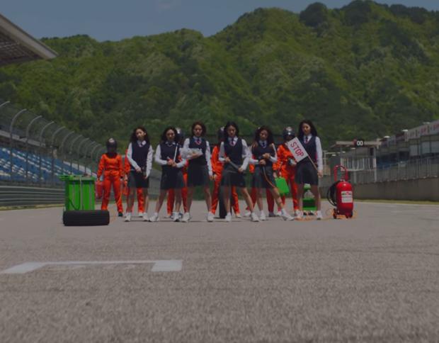 Stray Kids tung full album đầu tiên sau 2 năm ra mắt, netizen nhắc TWICE vì comeback sát nhau, phát hiện em gái ITZY cũng góp mặt trong trailer - Ảnh 5.
