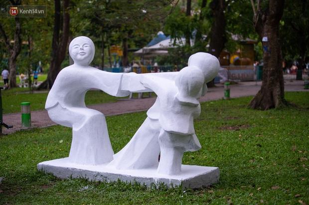 Những bức tượng 60 năm tuổi ở Công viên Thống Nhất bị sơn màu loè loẹt: Đón nhận ý kiến của giới mỹ thuật, chúng tôi sẽ trả lại nguyên trạng - Ảnh 5.