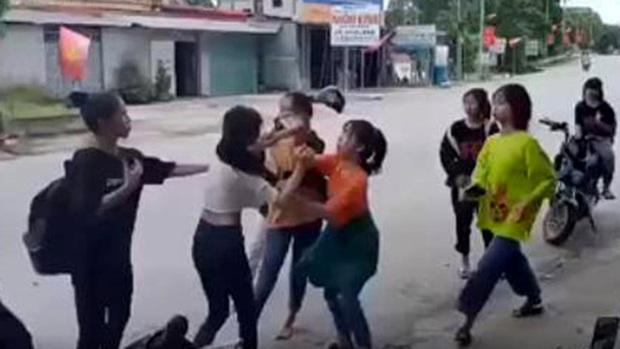 Điều tra vụ nữ sinh ở Hà Tĩnh bị nhóm bạn đánh hội đồng phải nhập viện - Ảnh 1.