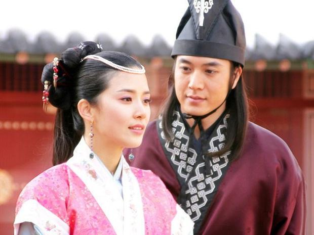 Lee Bo Young: Mỹ nhân nói không với vai bánh bèo, chồng con đề huề vẫn đẳng cấp cả tài lẫn sắc - Ảnh 1.