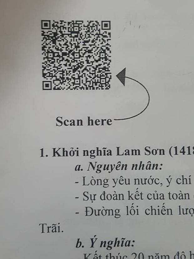 Giáo viên phát đề cương ôn tập chẳng hiểu lại để mã QR làm gì, học trò scan nhận về kết quả đọc vào là nhột - Ảnh 1.