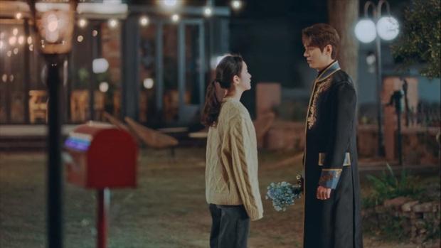Quân Vương Bất Diệt lộ cái kết bi thương: Lee Min Ho lướt qua vương phi Kim Go Eun như chẳng quen biết gì - Ảnh 6.