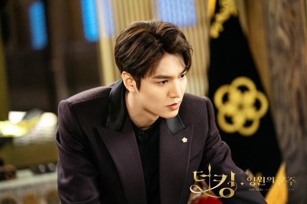 Quân Vương Bất Diệt lộ cái kết bi thương: Lee Min Ho lướt qua vương phi Kim Go Eun như chẳng quen biết gì - Ảnh 4.