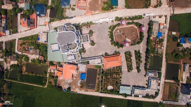 Chủ nhân tòa lâu đài có hẳn sân đỗ trực thăng ở Thái Bình là ai? - Ảnh 2.