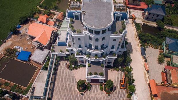Chủ nhân tòa lâu đài có hẳn sân đỗ trực thăng ở Thái Bình là ai? - Ảnh 3.