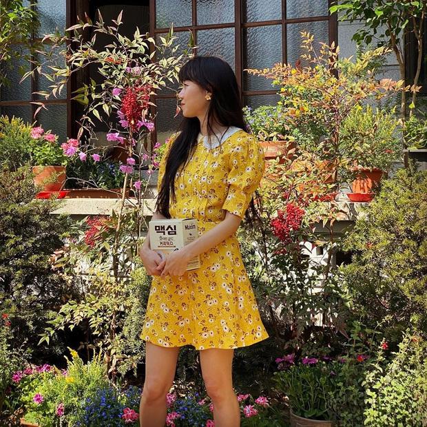 Ngắm Instagram của sao Hàn, bạn sẽ kiếm được kha khá gợi ý váy vóc xinh như mộng diện trong Hè này - Ảnh 10.
