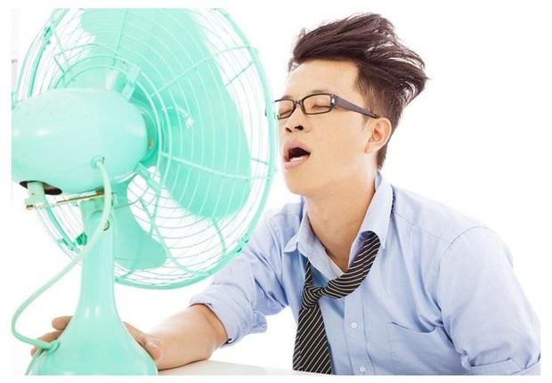 3 thói quen gần như ai cũng làm khi đi nắng về có thể gây ra hoạ lớn: Đừng coi thường! - Ảnh 1.