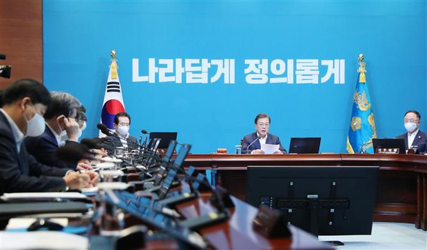 Hàn Quốc tái áp đặt một số hạn chế xã hội vì sự bùng phát của dịch COVID-19 - Ảnh 2.