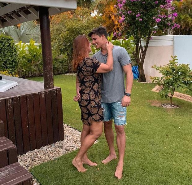 Vài ngày sau chia tay, mẹ cầu thủ đắt giá nhất thế giới đã lại thuê nhà, tính đến chuyện hôn nhân cùng trai đẹp kém 30 tuổi? - Ảnh 1.