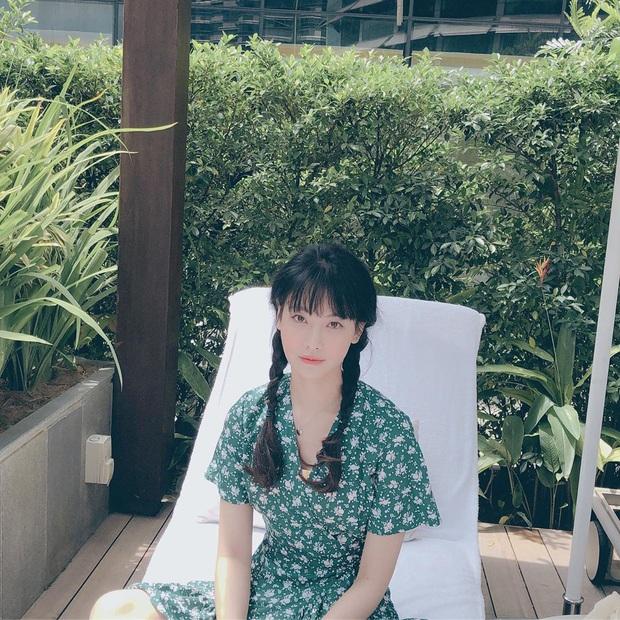 Ngắm Instagram của sao Hàn, bạn sẽ kiếm được kha khá gợi ý váy vóc xinh như mộng diện trong Hè này - Ảnh 11.