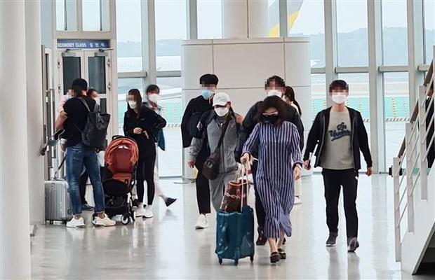 Hàn Quốc tái áp đặt một số hạn chế xã hội vì sự bùng phát của dịch COVID-19 - Ảnh 3.