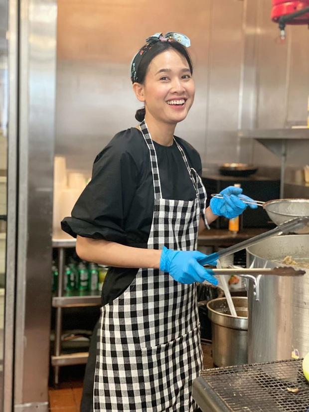 Hoa hậu Dương Mỹ Linh mở bán phở bò ở Mỹ, tô nước dùng rất bắt mắt nhưng dân mạng vẫn tranh cãi về lọ giấm tỏi chuyển màu xanh lét - Ảnh 2.